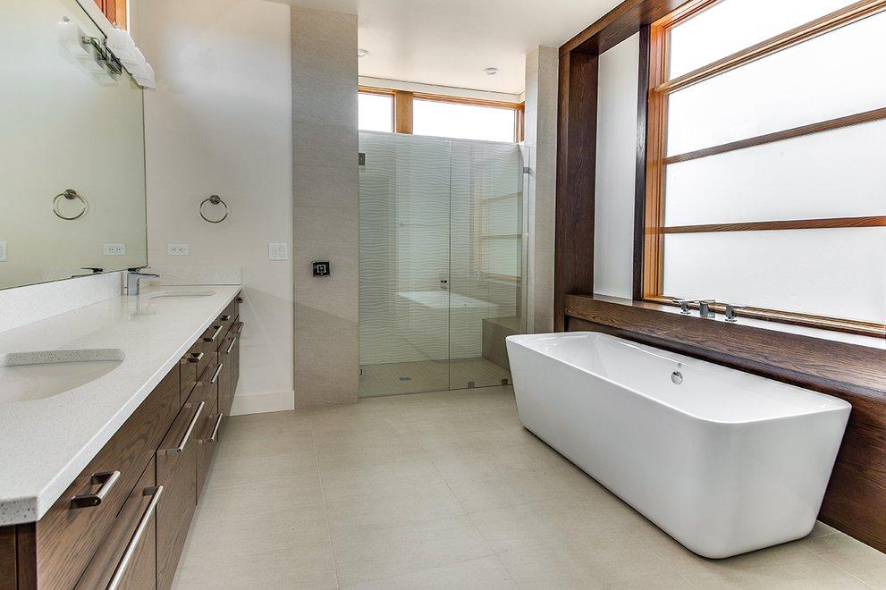 Tansu-Inspired Bath
