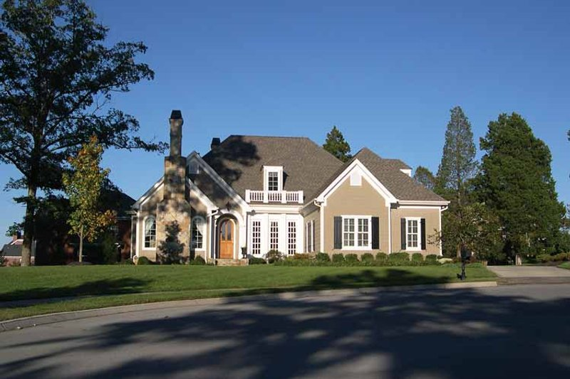Traditional Exterior - Front Elevation Plan #429-66 - Houseplans.com