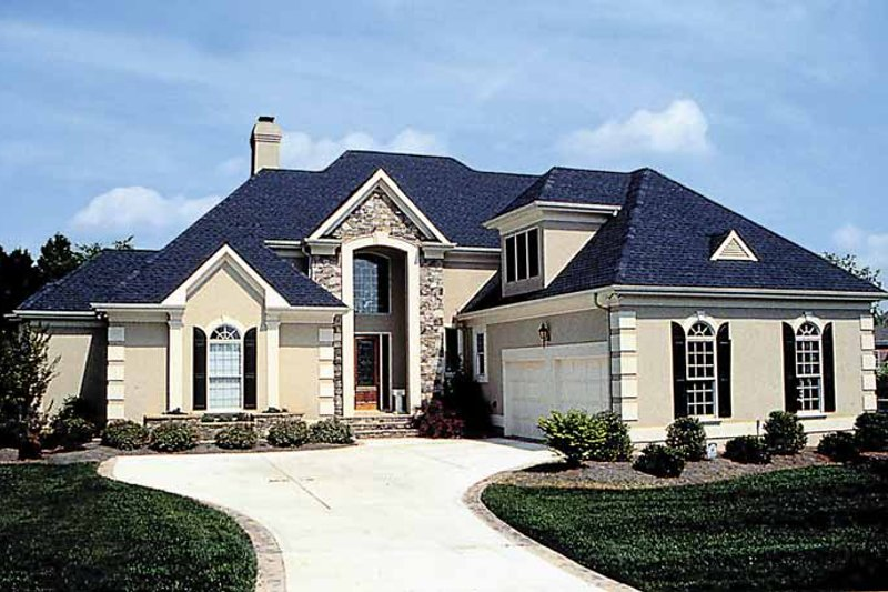 Dream House Plan - Traditional Exterior - Front Elevation Plan #453-550