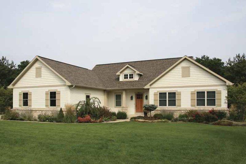 Craftsman Exterior - Front Elevation Plan #928-143