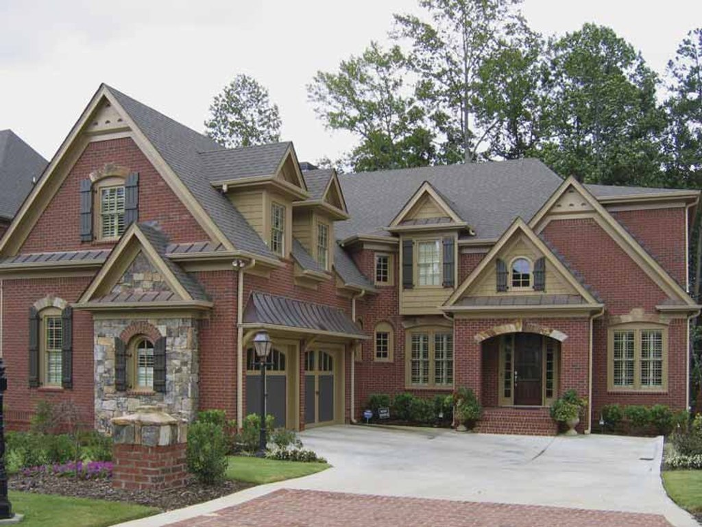 Traditional Style House Plan 5 Beds