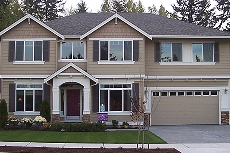 Craftsman Style House Plan - 4 Beds 2.5 Baths 3108 Sq/Ft Plan #951-1 Exterior - Front Elevation