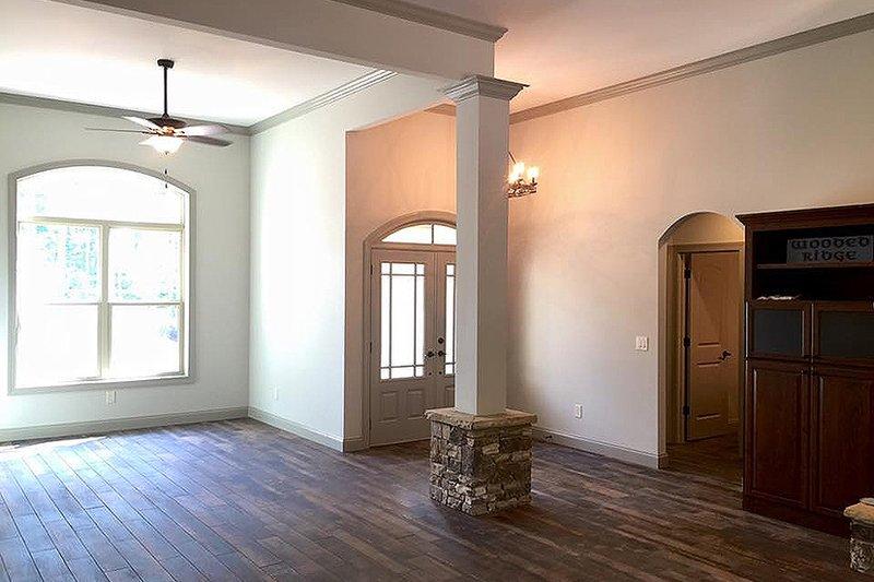 Craftsman Interior - Dining Room Plan #437-75 - Houseplans.com