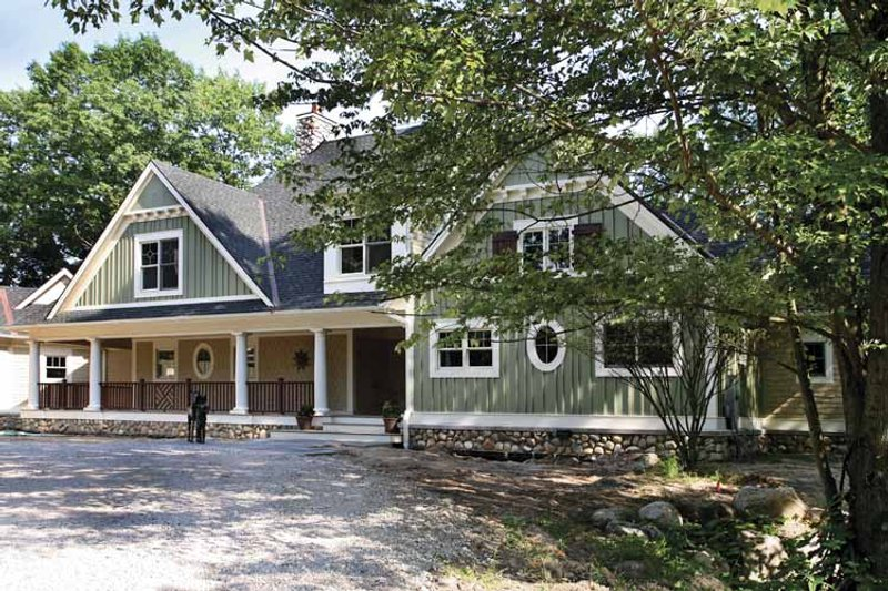 Traditional Exterior - Front Elevation Plan #928-33 - Houseplans.com