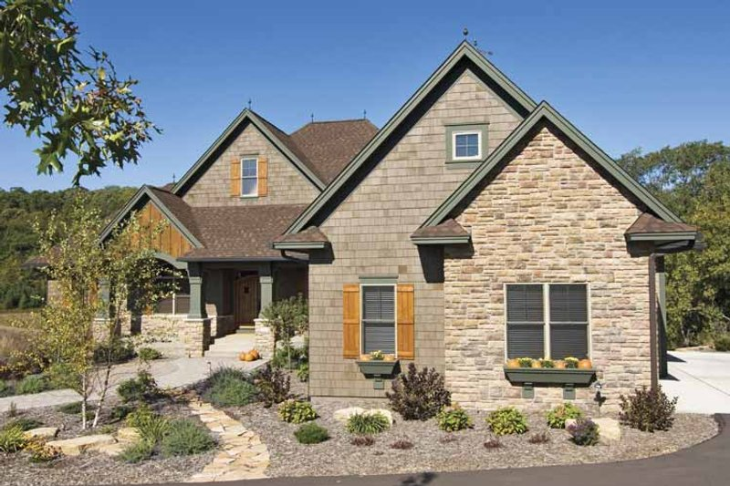 Dream House Plan - Traditional Exterior - Front Elevation Plan #51-680