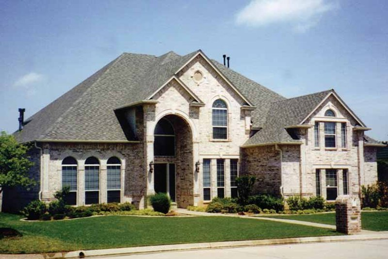 Traditional Exterior - Front Elevation Plan #84-739 - Houseplans.com