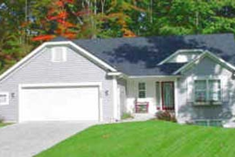 Traditional Style House Plan - 2 Beds 1.5 Baths 1216 Sq/Ft Plan #49-121