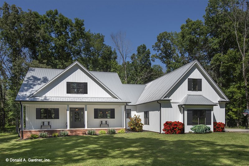 House Plan Design - Farmhouse Exterior - Front Elevation Plan #929-1053