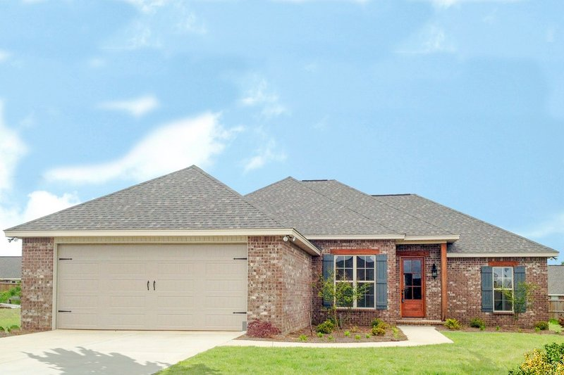Traditional Style House Plan - 3 Beds 2 Baths 1849 Sq/Ft Plan #430-80 Exterior - Front Elevation