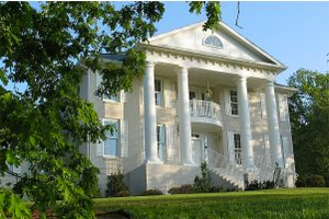 Southern Colonial style home, elevation photo