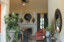 Home Plan - Colonial Interior - Entry Plan #927-587