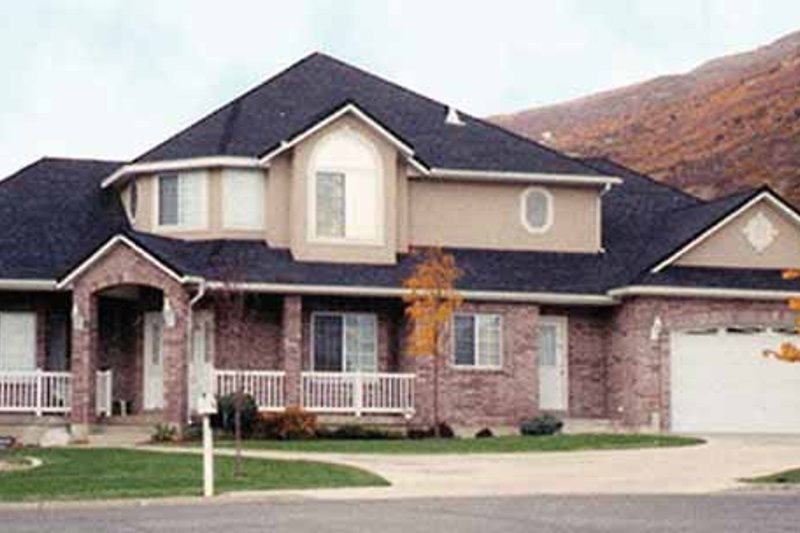 Traditional Exterior - Front Elevation Plan #945-37
