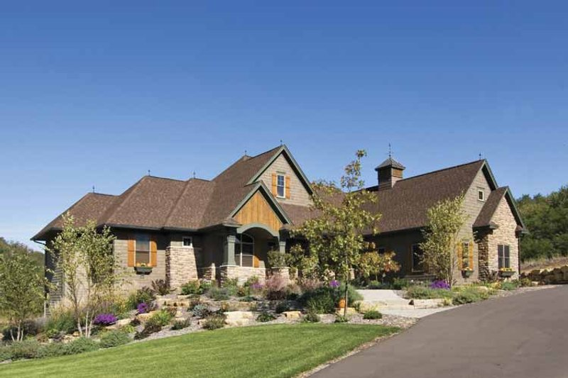Traditional Exterior - Front Elevation Plan #51-680 - Houseplans.com
