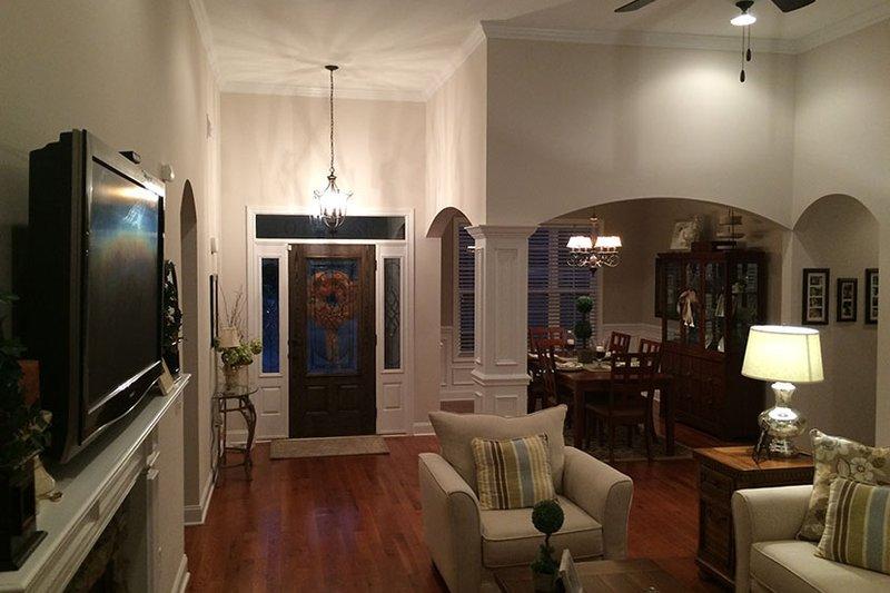 Craftsman Interior - Entry Plan #927-566 - Houseplans.com