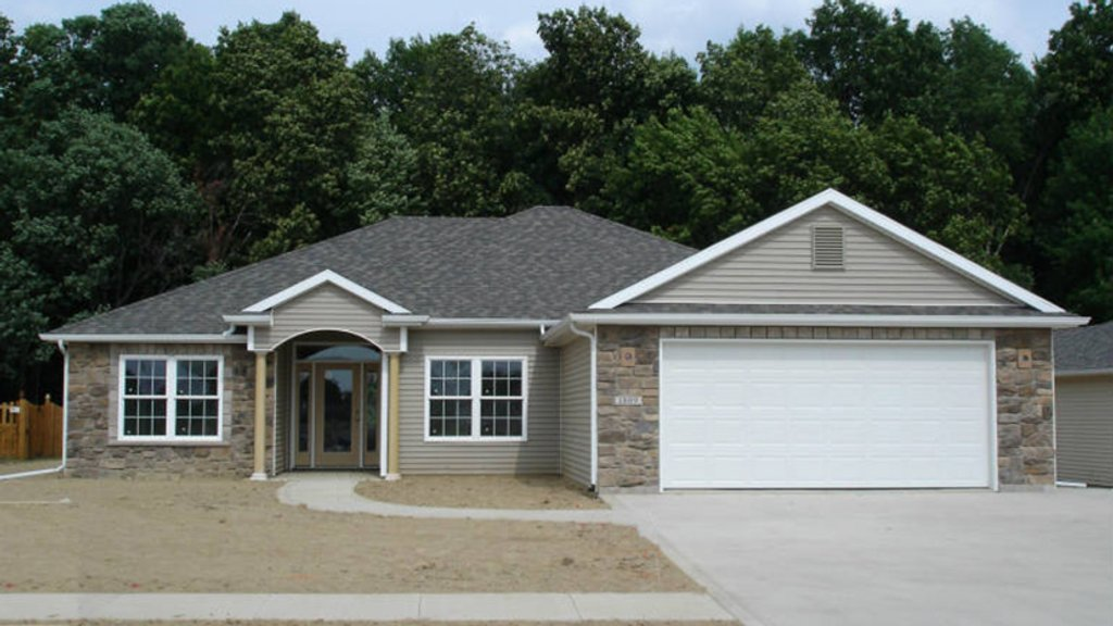 Ranch style house plan 3 beds 2 baths 1683 sq ft plan 1064 5 dreamhomesource com