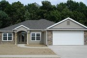 Ranch Style House Plan - 3 Beds 2 Baths 1683 Sq/Ft Plan #1064-5 Exterior - Front Elevation