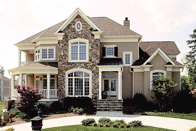 Traditional Style House Plan 4 Beds 3 5 Baths 4528 Sq Ft