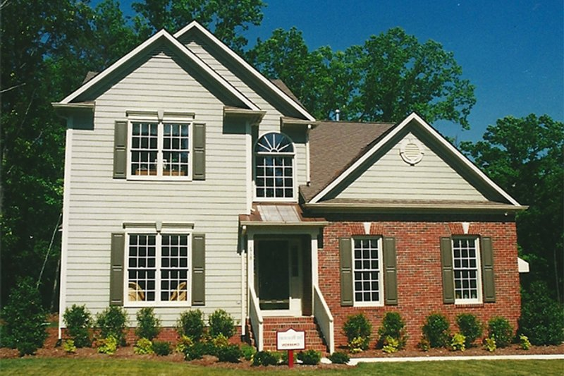 Traditional Exterior - Front Elevation Plan #1053-40 - Houseplans.com