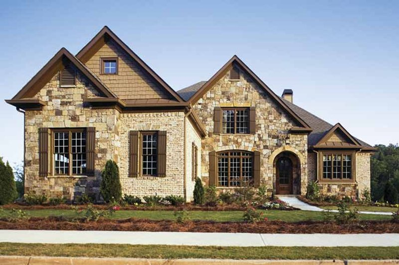 European Style House Plan - 4 Beds 3 Baths 2776 Sq/Ft Plan #927-18 Exterior - Front Elevation