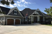 Dream House Plan - Craftsman Exterior - Front Elevation Plan #48-639