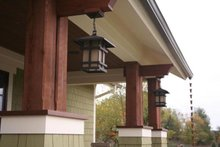 Home Plan - Bungalow style, Craftsman design front entry