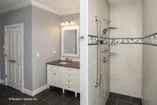 Craftsman Interior - Master Bathroom Plan #929-986