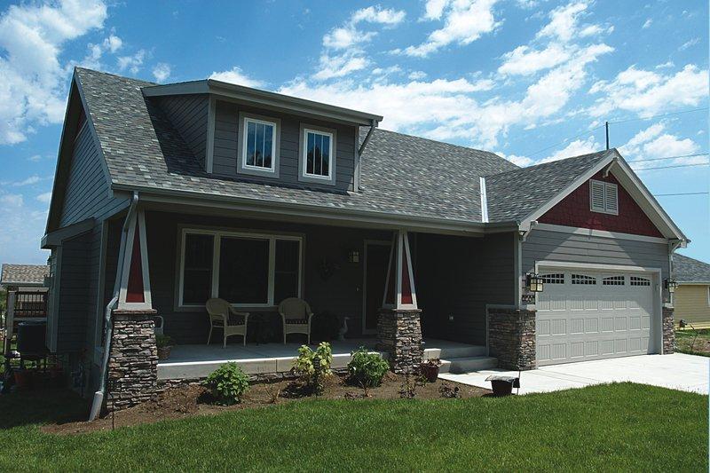 Craftsman Style House Plan - 3 Beds 2 Baths 1195 Sq/Ft Plan #20-2233