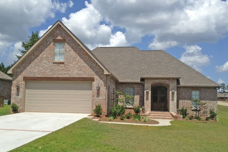 European Style House Plan - 3 Beds 2 Baths 2416 Sq/Ft Plan #430-101 Exterior - Front Elevation