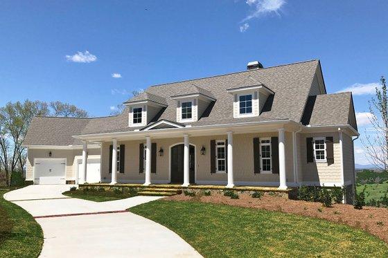 Dream House Plan - Farmhouse Exterior - Front Elevation Plan #437-93