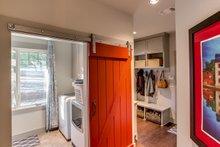 Craftsman Interior - Laundry Plan #935-12