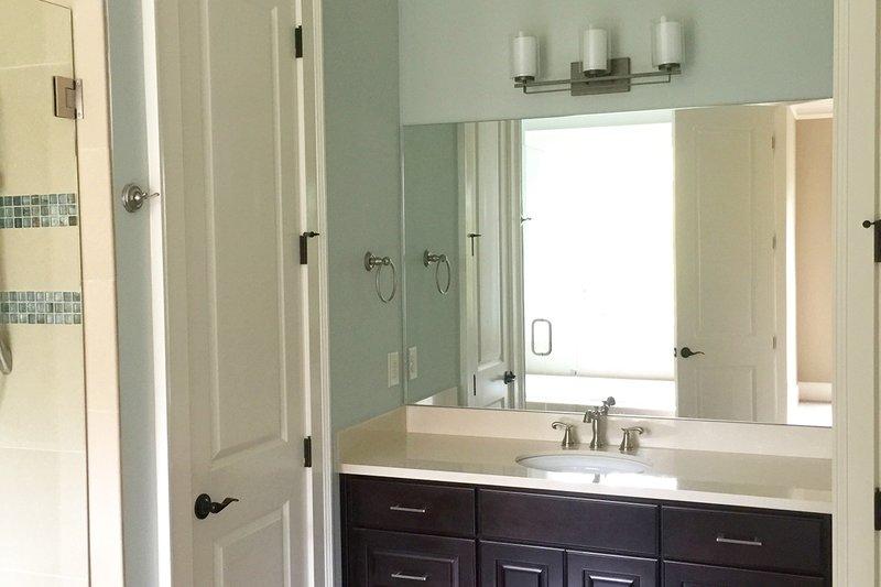 Craftsman Interior - Bathroom Plan #437-59 - Houseplans.com