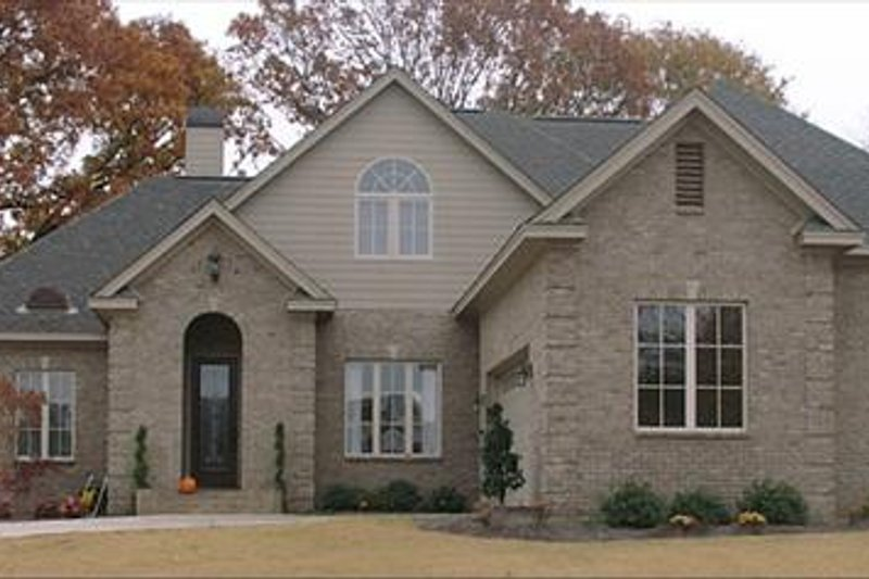 European Style House Plan - 4 Beds 3.5 Baths 3114 Sq/Ft Plan #63-177 Exterior - Front Elevation