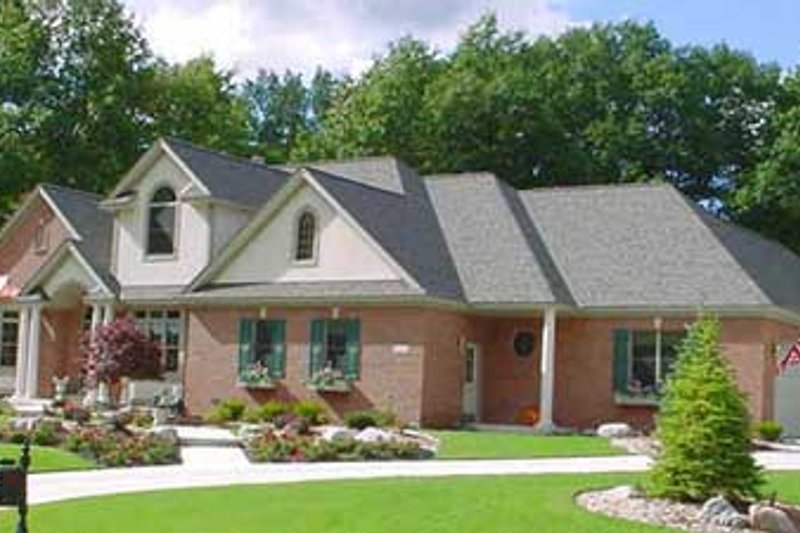 Traditional Style House Plan - 3 Beds 2.5 Baths 2930 Sq/Ft Plan #49-125