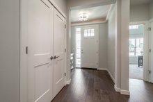 Craftsman Interior - Entry Plan #124-1166