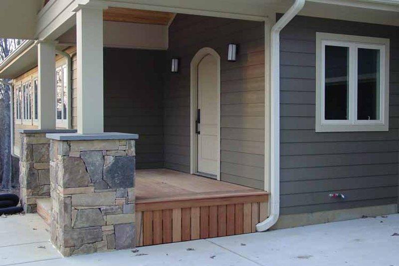 Craftsman Exterior - Front Elevation Plan #939-14 - Houseplans.com