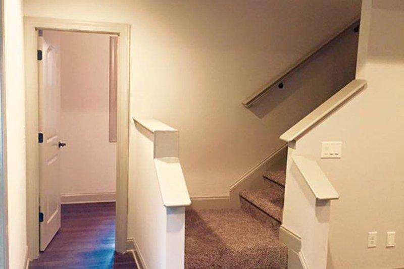 Craftsman Interior - Entry Plan #437-75 - Houseplans.com