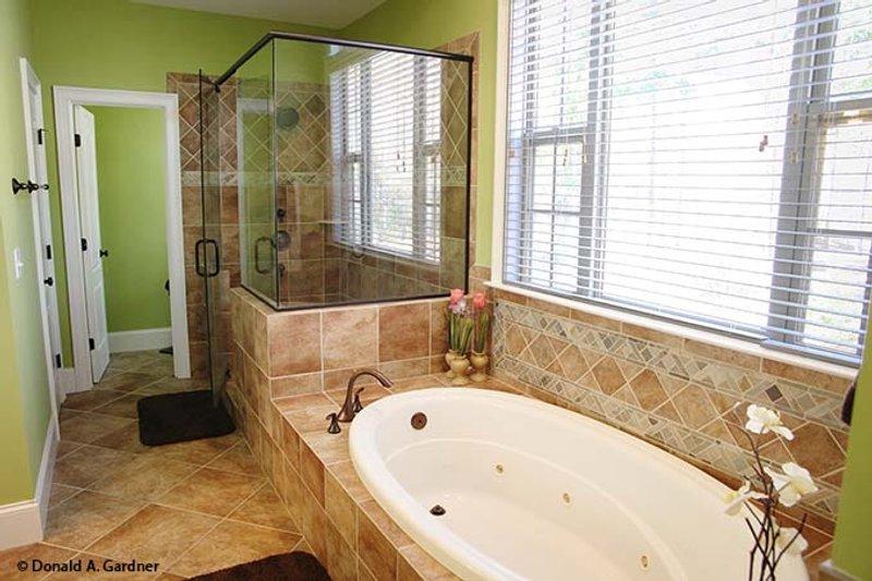 Ranch Interior - Master Bathroom Plan #929-745 - Houseplans.com