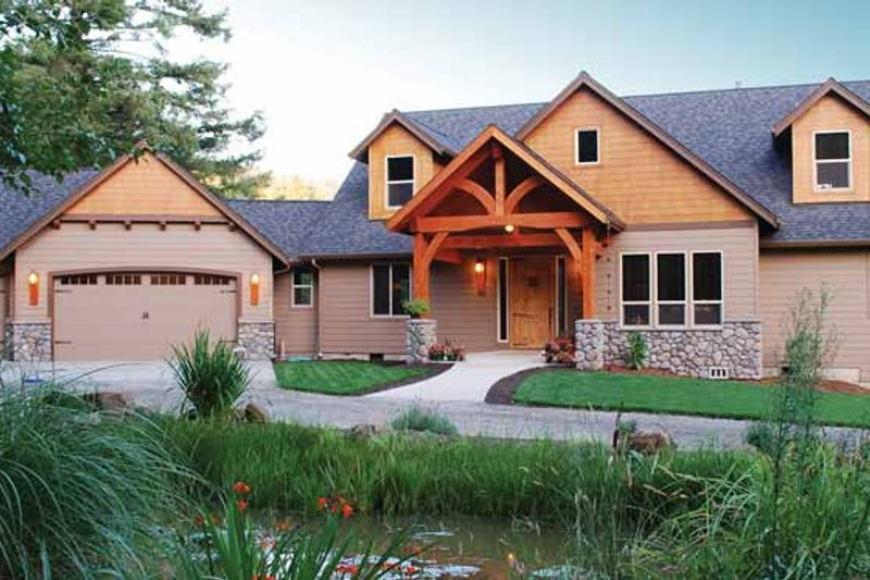 Craftsman Exterior - Front Elevation Plan #943-22