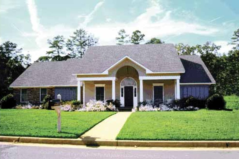 Dream House Plan - Classical Exterior - Front Elevation Plan #36-547