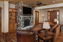 Home Plan - Log Interior - Family Room Plan #928-263