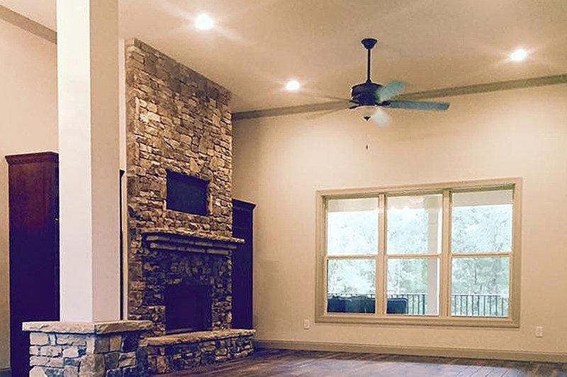 Craftsman Interior - Family Room Plan #437-75 - Houseplans.com