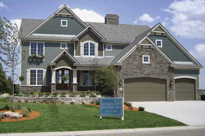 Traditional Exterior - Front Elevation Plan #320-990 - Houseplans.com