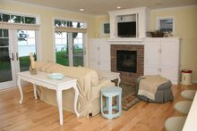 Bungalow Interior - Family Room Plan #928-191