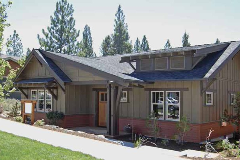 House Plan Design - Craftsman Exterior - Front Elevation Plan #895-61