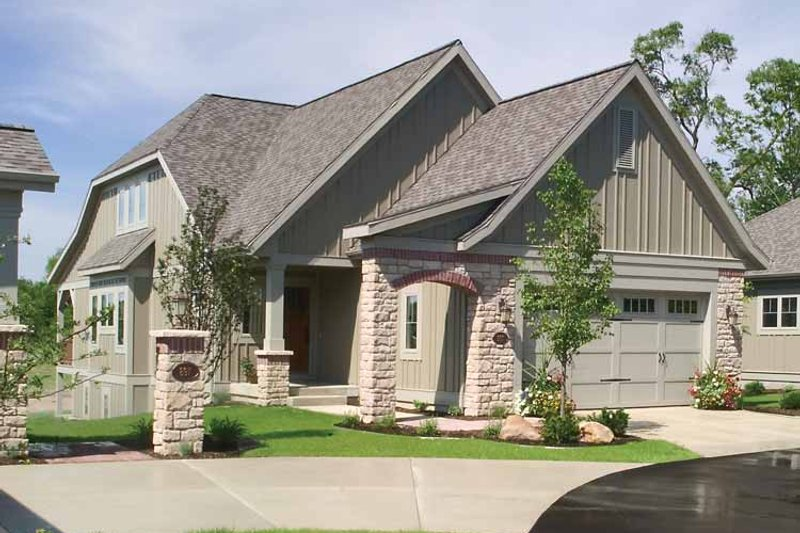 Traditional Exterior - Front Elevation Plan #928-111 - Houseplans.com