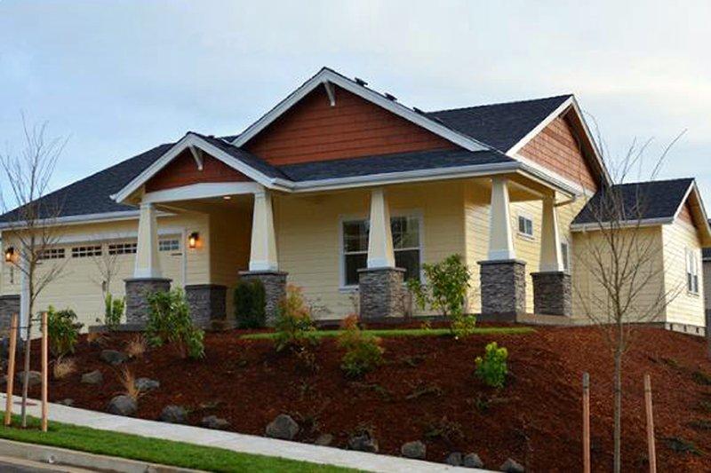 Architectural House Design - Craftsman Exterior - Front Elevation Plan #124-1211