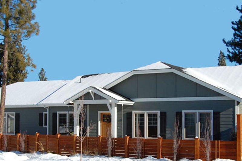 Craftsman Exterior - Front Elevation Plan #895-79 - Houseplans.com