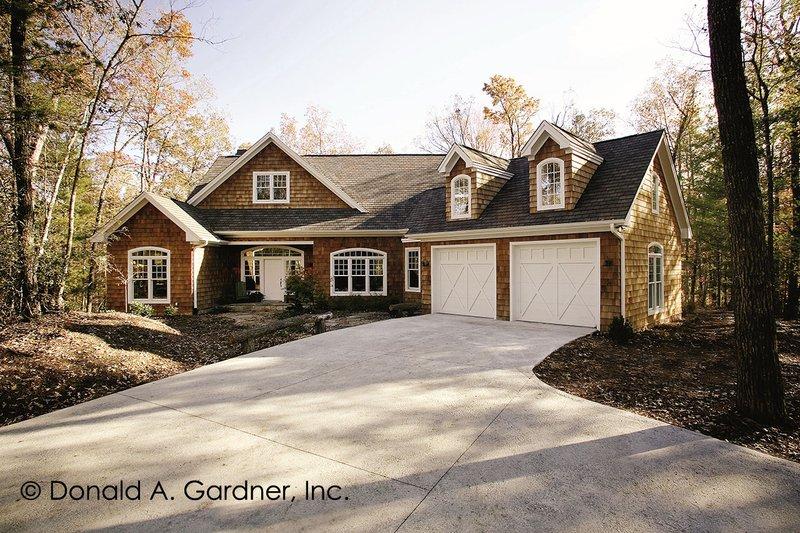 Dream House Plan - Craftsman Exterior - Front Elevation Plan #929-754
