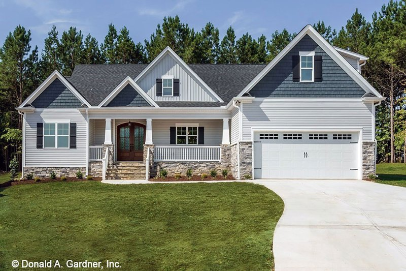 Craftsman Style House Plan - 3 Beds 2 Baths 1747 Sq/Ft Plan #929-1038 Exterior - Front Elevation