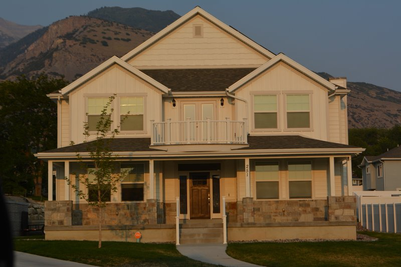 House Plan Design - Farmhouse Exterior - Front Elevation Plan #1060-44